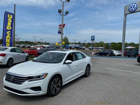 New 2020 Volkswagen Passat SEL Front Wheel Drive Sedan