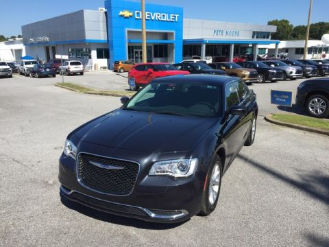 Pre-Owned 2018 Chrysler 300 Touring Rear Wheel Drive Sedan